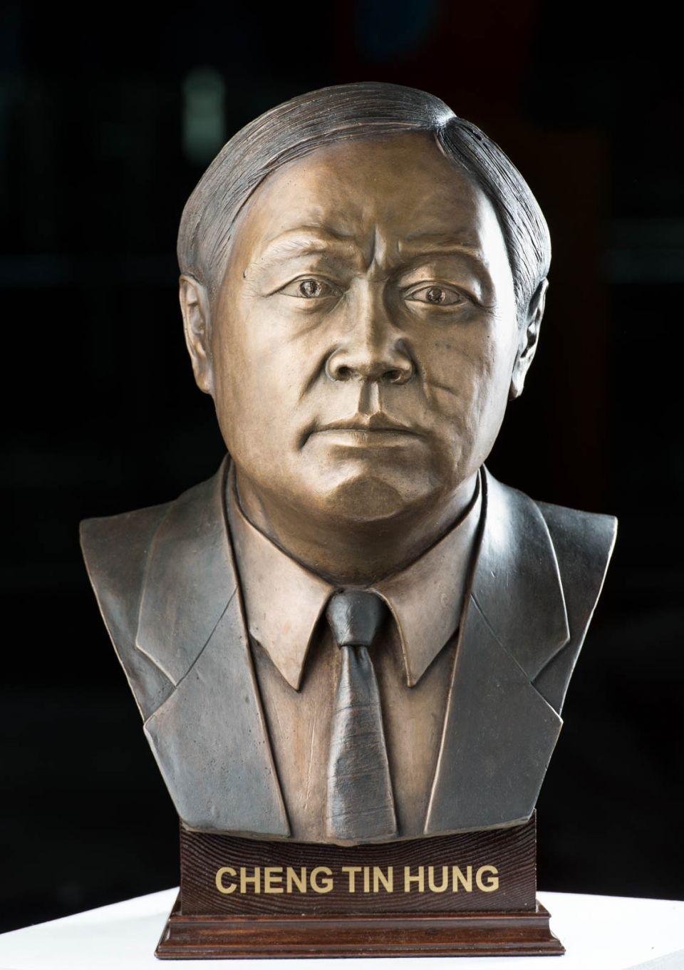 Buste Cheng Tin Hung