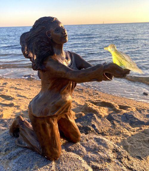 Landed sculpture by Lucinda Brash