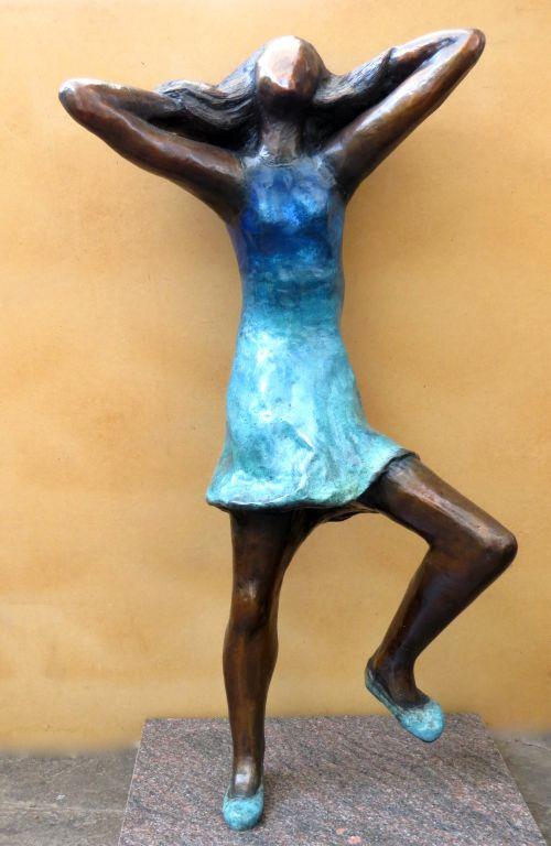 Dancing for Joy sculpture by Gillian Govan