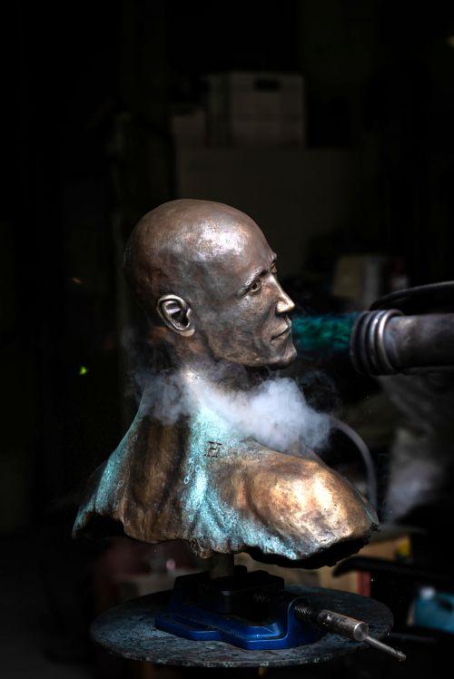 Frontier sculpture by Hugues Scheid